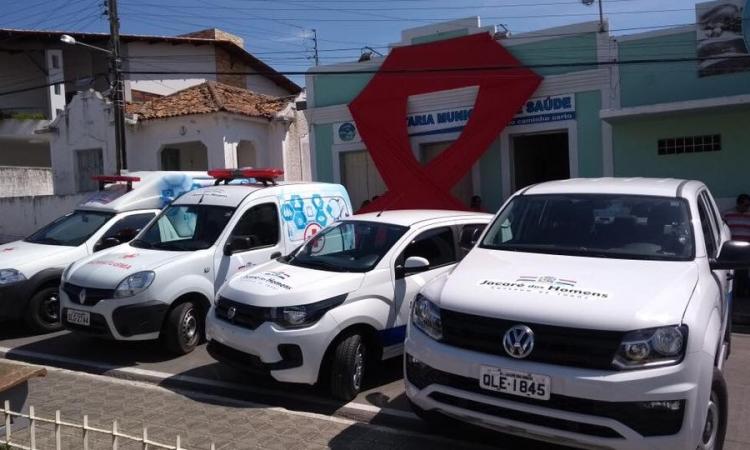 Prefeitura entrega quatro novos veículos e reforça frota da Secretaria de Saúde